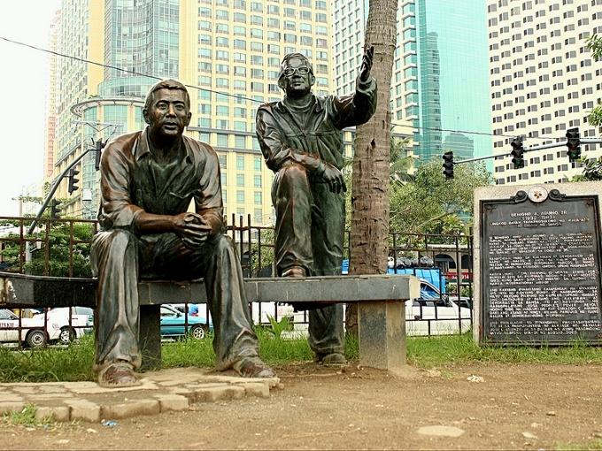 A statue of Ninoy Aquino and Evelio Javier in Manila. Photo: mimiyak128