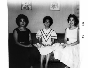 Pearl (R) with sisters Joyce Chow (L) and Lilly Chow (C) at home in Queens, 1959. (Courtesy: Chow family)